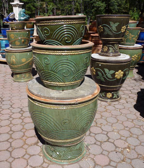 Green and black Thai pots